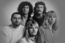 "The members of Styx, after Tommy Shaw joined the band, are shown in a 1970s promotional photo, clockwise from far left: Chuck Panozzo, John Panozzo, Dennis DeYoung, Shaw and James ""JY"" Young."