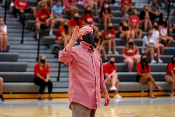 President Mark Putnam greets students during Welcome Week in August 2020 with enthusiasm for learning and safety measures for navigating campus during the pandemic.